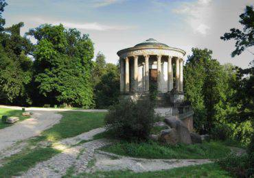 Pulawy_Sybil_Temple_west_side_wide_view