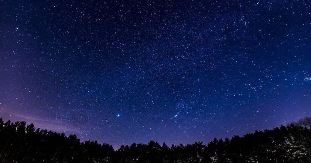 noc perseidów noc spadających gwiazd