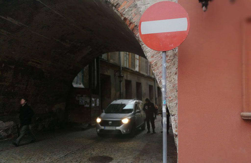 Straż Miejska wlepia mandaty za wjazd na Stare Miasto