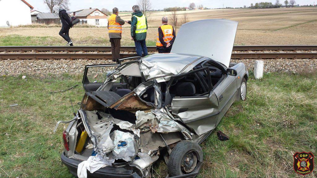 wypadek krężnica jara przejazd tory pociąg