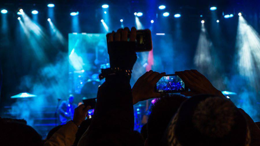 koncert muzyka ludzie na żywo