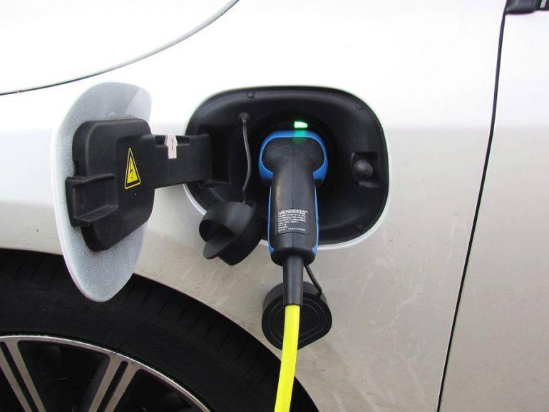 Stacja ładowania elektrycznych samochodów | fot. pixabay