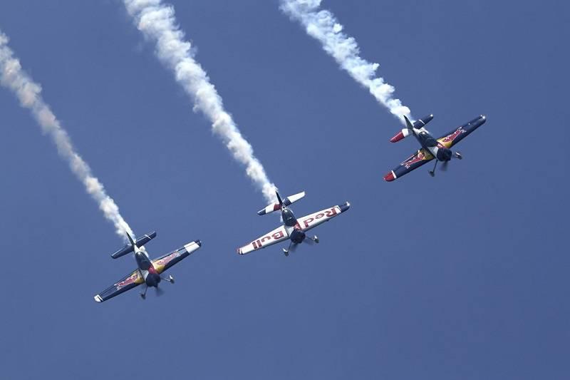 "Świdnik Air Festival Grupa Akrobacyjna ""Flying Bulls"""