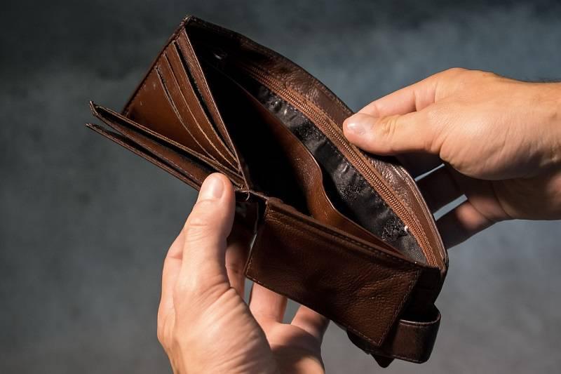 f7d181d52 Znaleźli portfel, zabrali pieniądze i wyrzucili do kosza. Wszystko ...