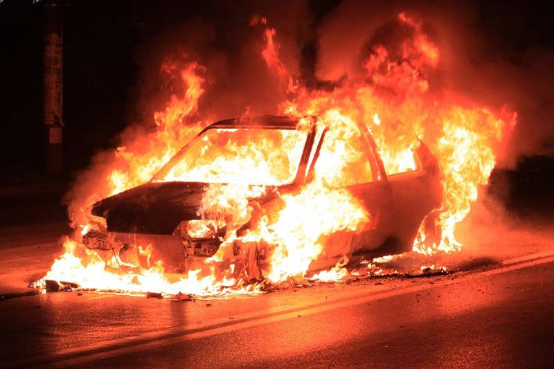 pożar spalony samochód ogień płomienie