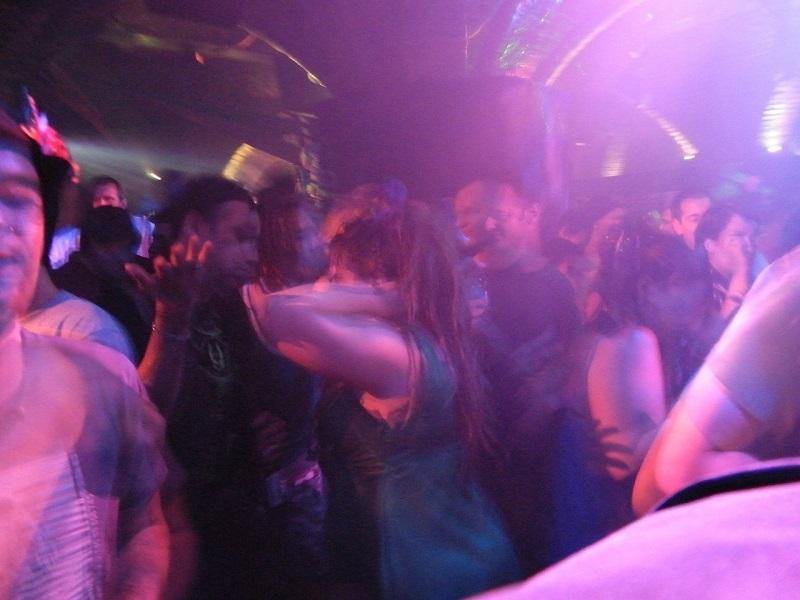dyskoteka klub muzyczny ludzie taniec