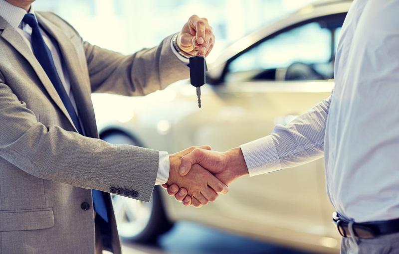 samochód kluczyki uścisk ręki