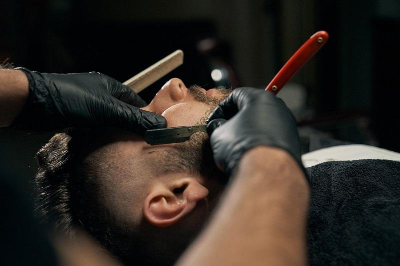 fryzjer barber brzytwa golenie strzyżenie