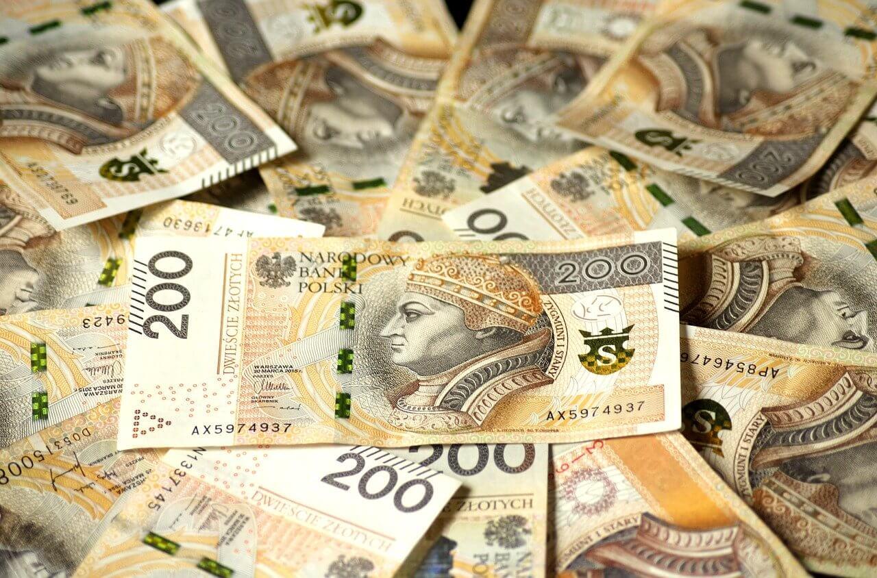 200 złotych pieniądze banknoty