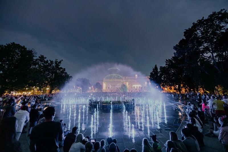 Pokaz światło - woda - dźwięk na fontannie multimedialnej na placu Litewskim | fot. UM Lublin