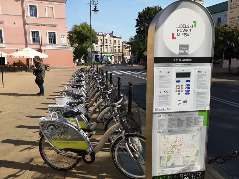 Stacja Lubelskiego Roweru Miejskiego przy pl. Wolności w Lublinie | fot. Dominik Wąsik