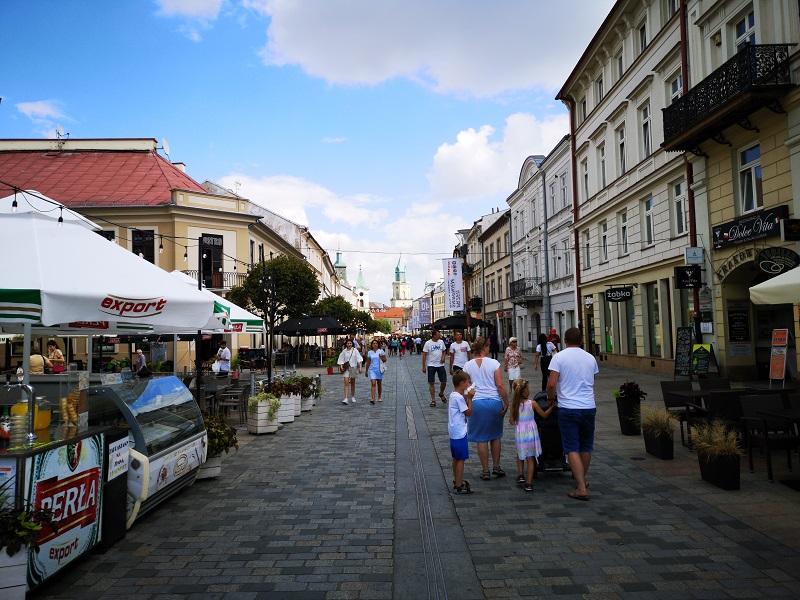 lublin deptak krakowskie przedmieście ogródki gastronomiczne restauracyjne turyści