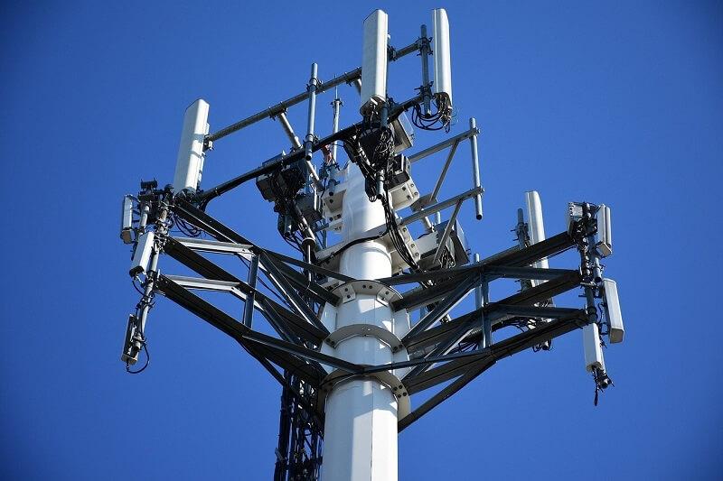 maszt komórkowy nadanik odbiornik antena 5g