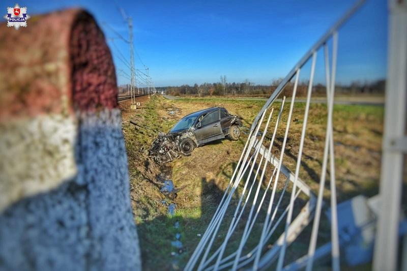 Samochód wjechał pod pociąg w miejscowości Gołaszyn pod Łukowem