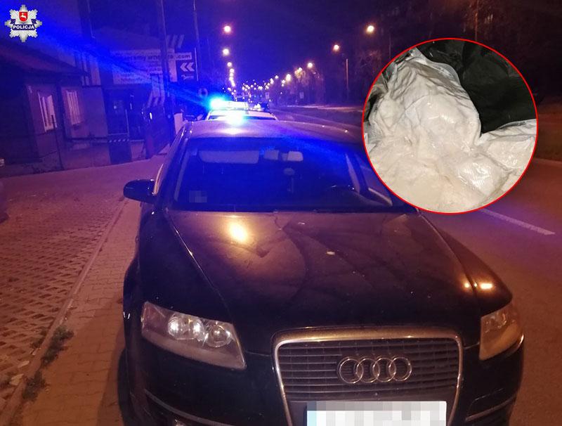 Kierowca audi przewoził prawie kilogram amfetaminy