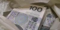 pieniądze w reklamówce gotówka