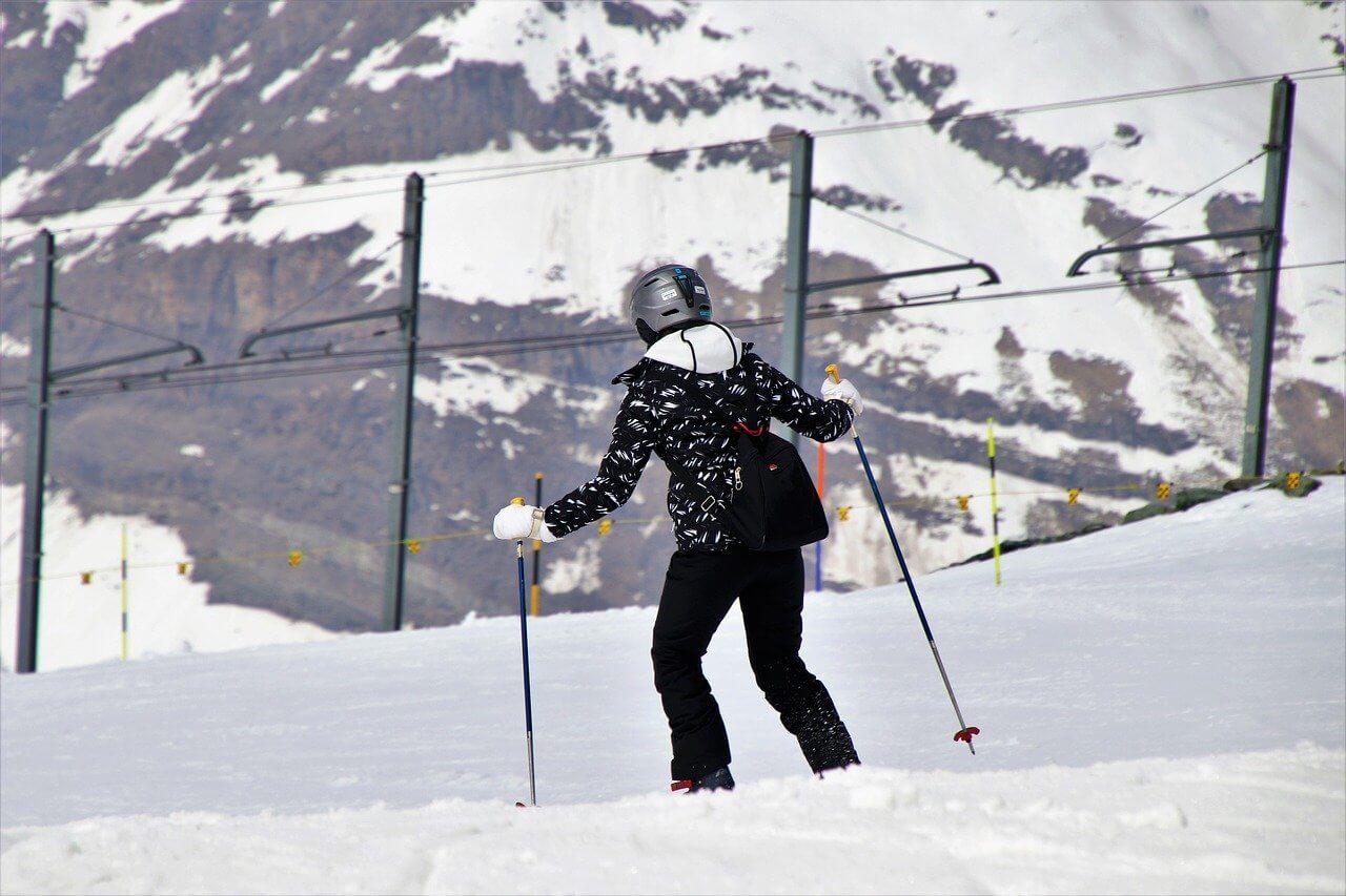 stok góry narty śnieg narciarz