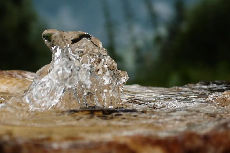 źródło woda
