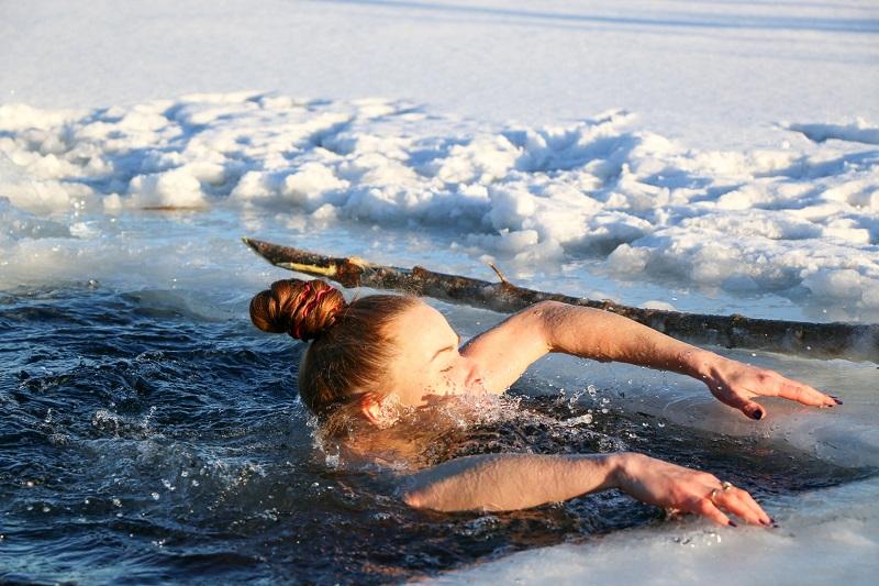morsowanie pływanie w zimnej wodzie