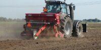 traktor ciągnik rolniczy uprawa pola