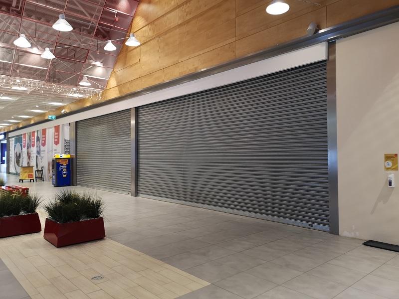 zamknięte sklepy w galerii handlowej