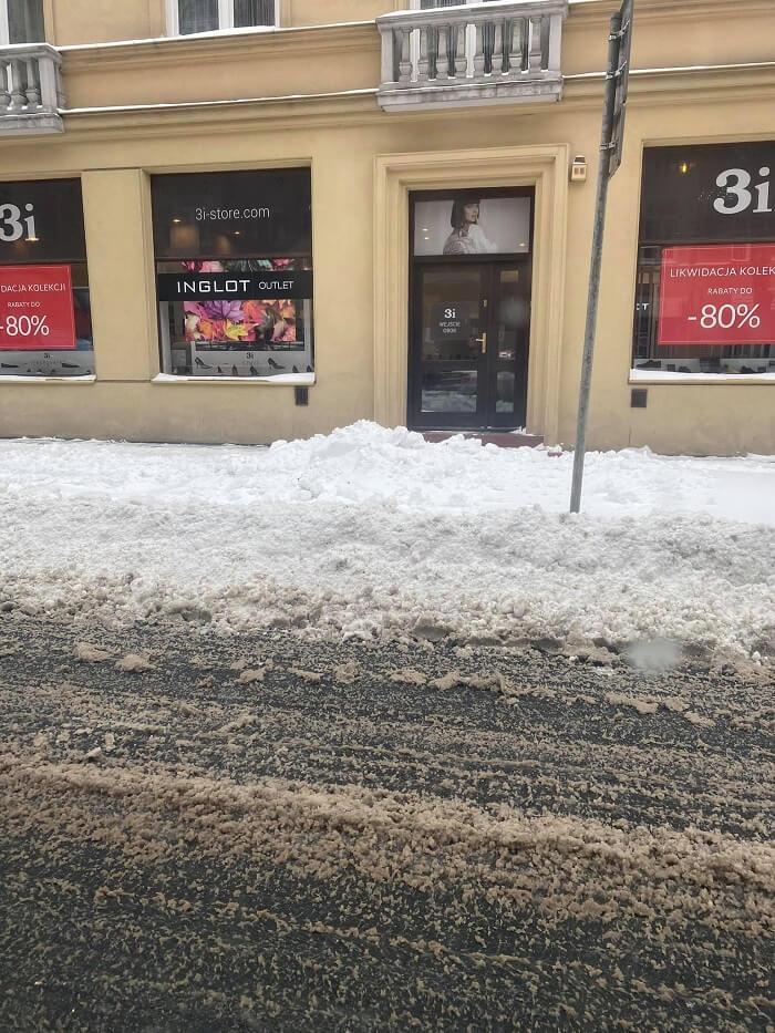 Nieodśnieżone miejsca parkingowe na ul. Chopina | fot. czytelniczka Ania