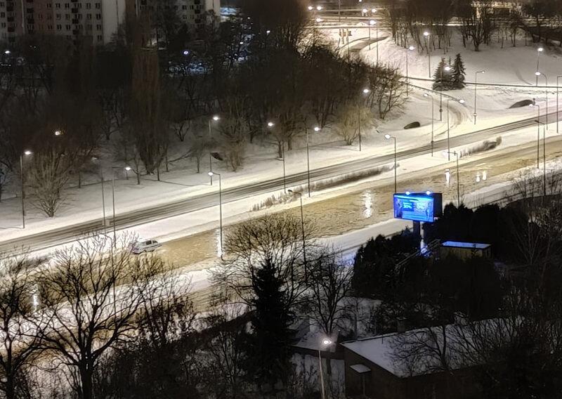 Awaria wodociągowa w Lublinie. Woda wylała na ulice | fot. czytelnik Piotr
