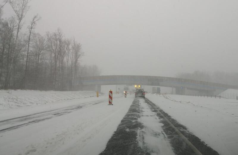 śnieżyca śnieg warunki na drogach zima