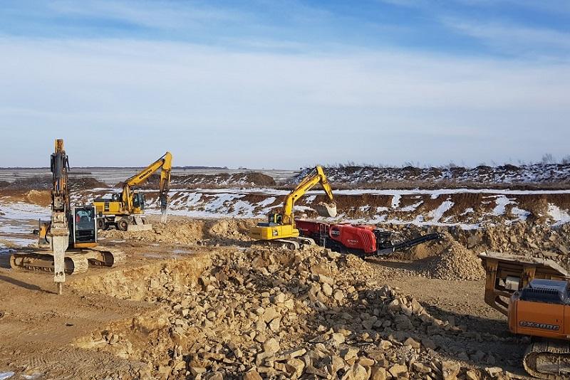 Odspajanie i kruszenie gruntów skalistych na budowanym odcinku S19 Niedrzwica - Kraśnik | fot. GDDKiA