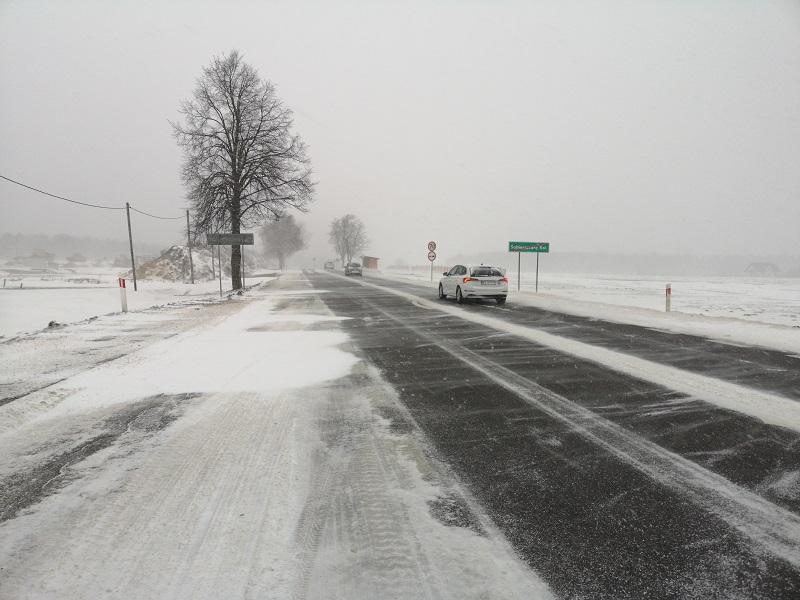 opady śniegu zima droga krajowa