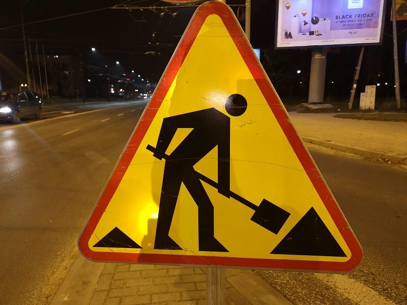 roboty prace drogowe znak