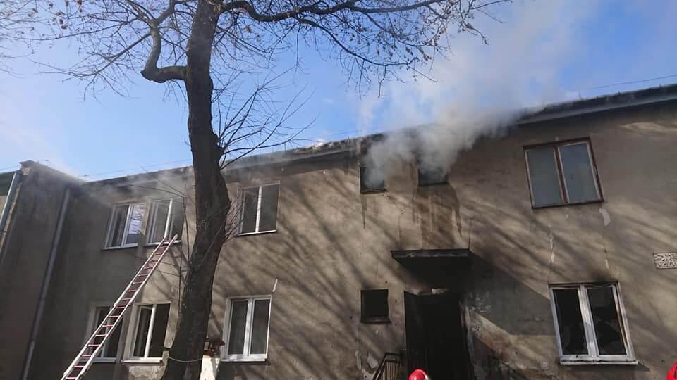 Pożar budynku komunalnego przy ul. Wrońskiej | fot. KM PSP Lublin