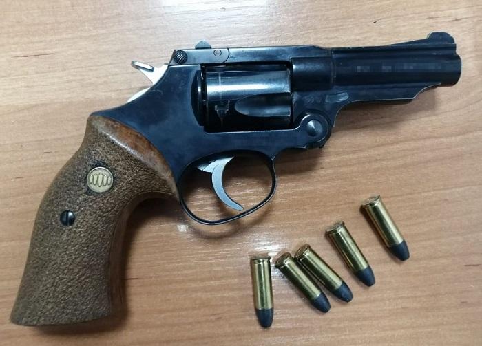 Broń z amunicją należąca do 42-latka | fot. KMP Lublin