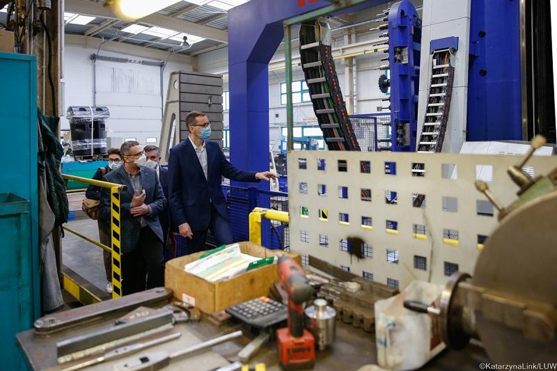 Premier Mateusz Morawiecki z wizytą w firmie Sigma S.A. w Jastkowie | fot. Katarzyna Link, LUW