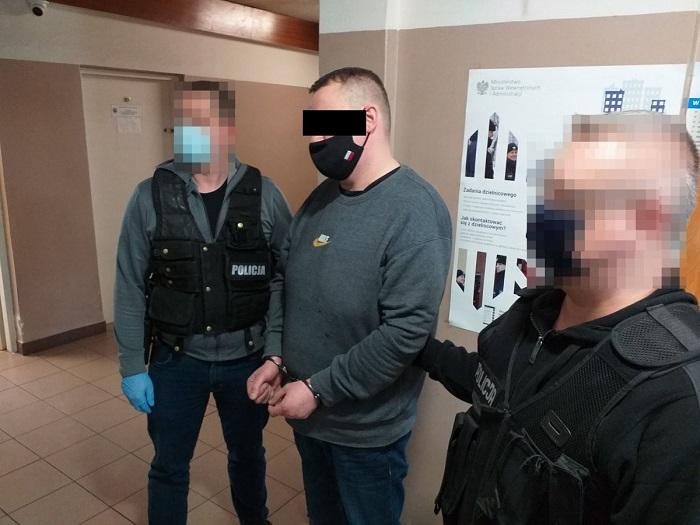 Policjanci zatrzymali oszusta podającego się za funkcjonariusza CBŚP | fot. KMP Lublin