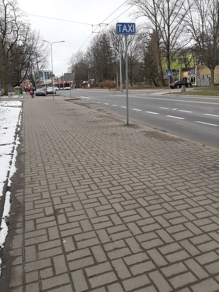 Urzędnicy zlikwidowali miejsca parkingowe by zrobić postój dla taksówek