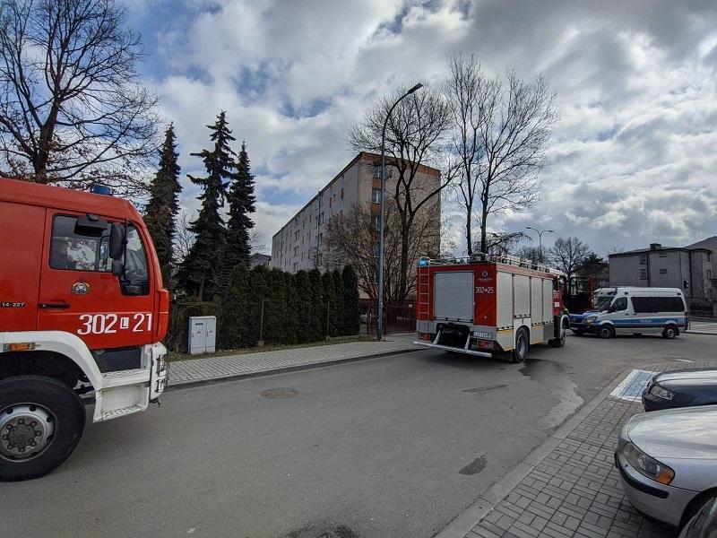 Pożar mieszkania w bloku przy ul. Wyścigowej