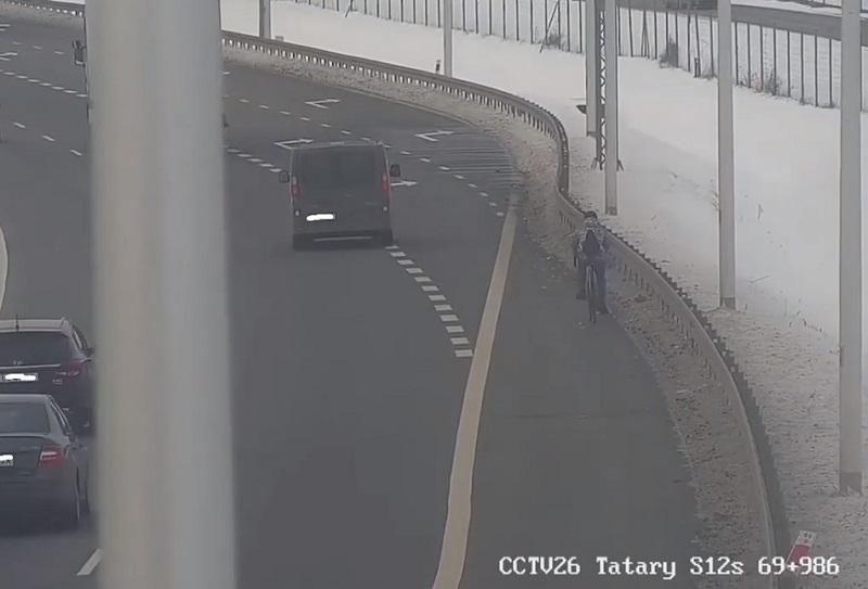 Rowerzysta na obwodnicy Lublina S12/S17   fot. GDDKiA