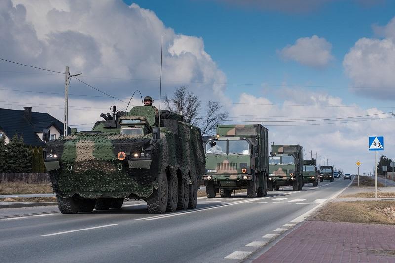Wzmożony ruch pojazdów wojskowych na drogach | fot. 18 Dywizja Zmechanizowana