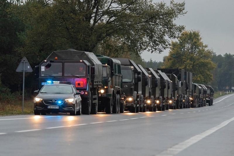 Wzmożony ruch pojazdów wojskowych na drogach   fot. 18 Dywizja Zmechanizowana