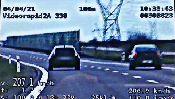 Kierowca opla jechał 207 km/h po S17
