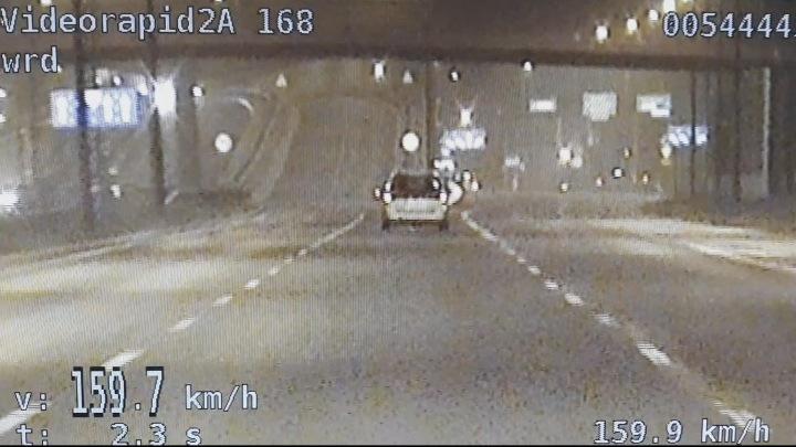 Kierowca subaru jechał al. Solidarności z prędkością blisko 160 km/h