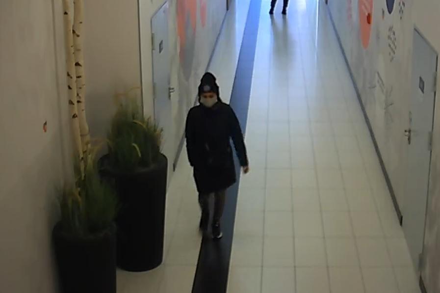 Policjanci poszukują kobiety ze zdjęcia