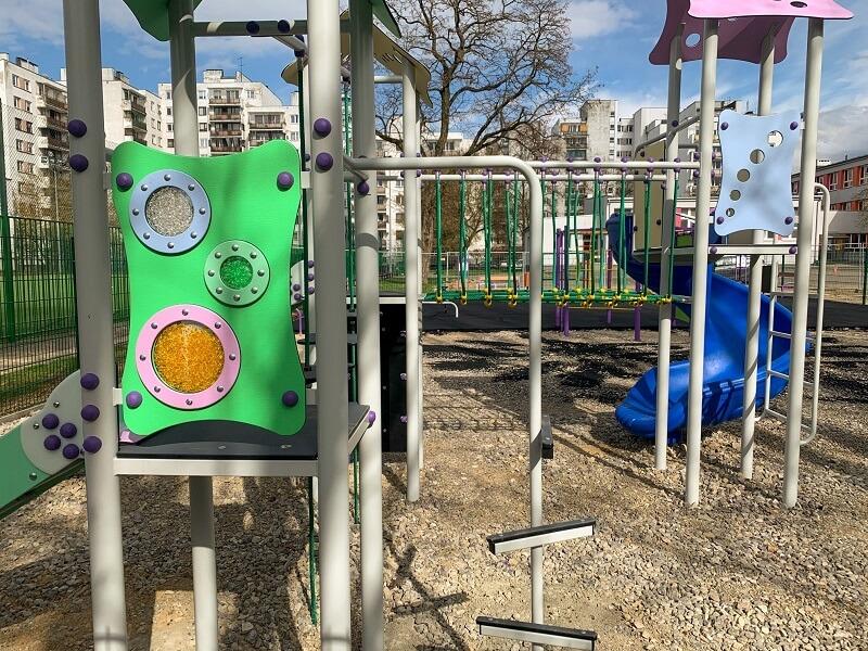 Na terenie Szkoły Podstawowej nr 57 powstaje nowy plac zabaw