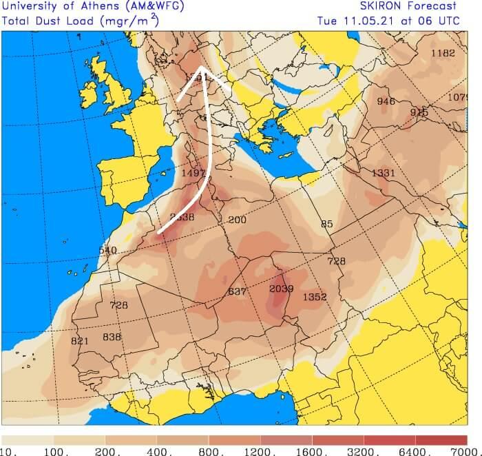 Smugi pyłu saharyjskiego widoczne na zdjęciu satelitarnym