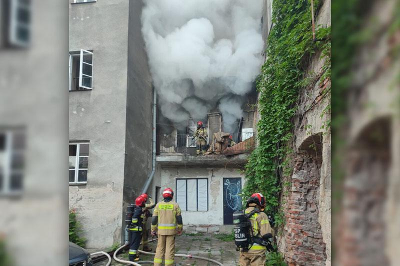 Pożar mieszkania w kamienicy przy ul. Królewskiej w Lublinie