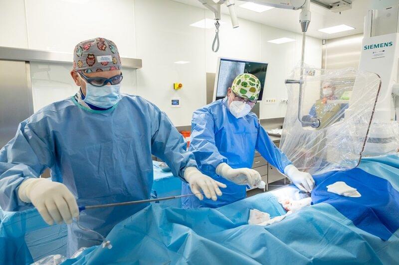 Kardiolodzy z SPSK4 wszczepili pacjentowi najmniejszy na świecie rozrusznik serca