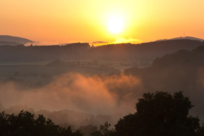 Zmętniony zachód słońca spowodowany obecnością pyłu saharyjskiego
