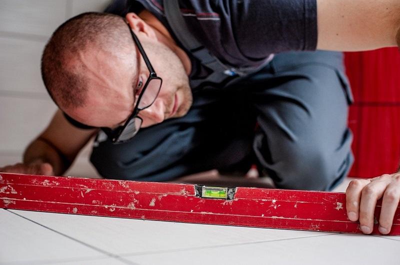 budowa glazurnik pracownik budowlaniec
