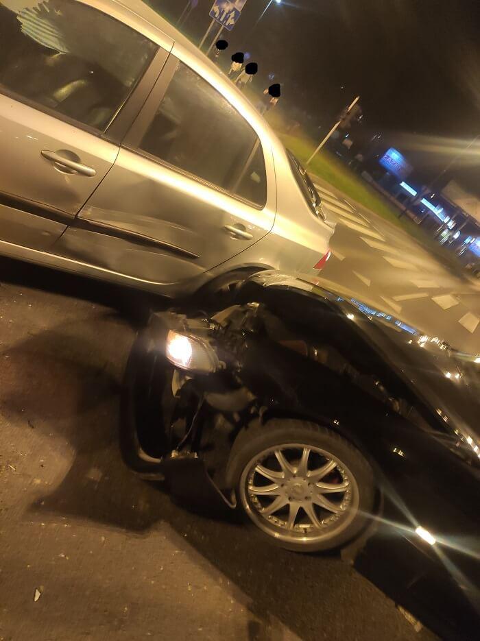Nocna kolizja BMW z Renault na rondzie Kuklińskiego w Lublinie